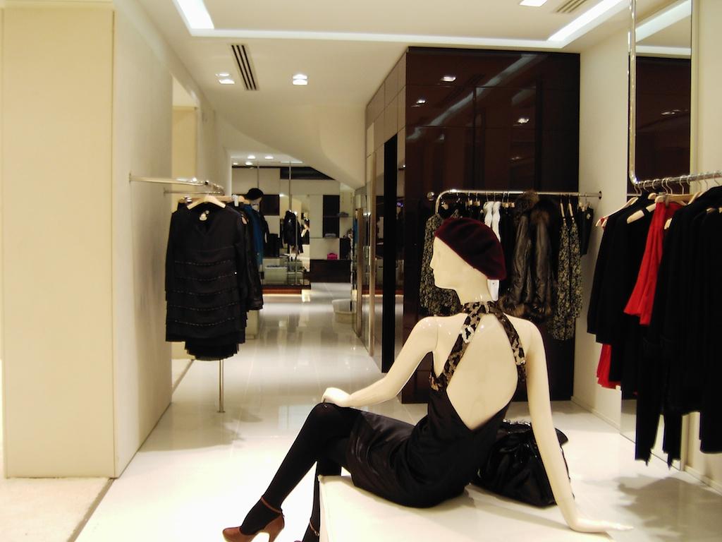 Arredamento su misura per negozi arredouno srl for Arredo ufficio bari
