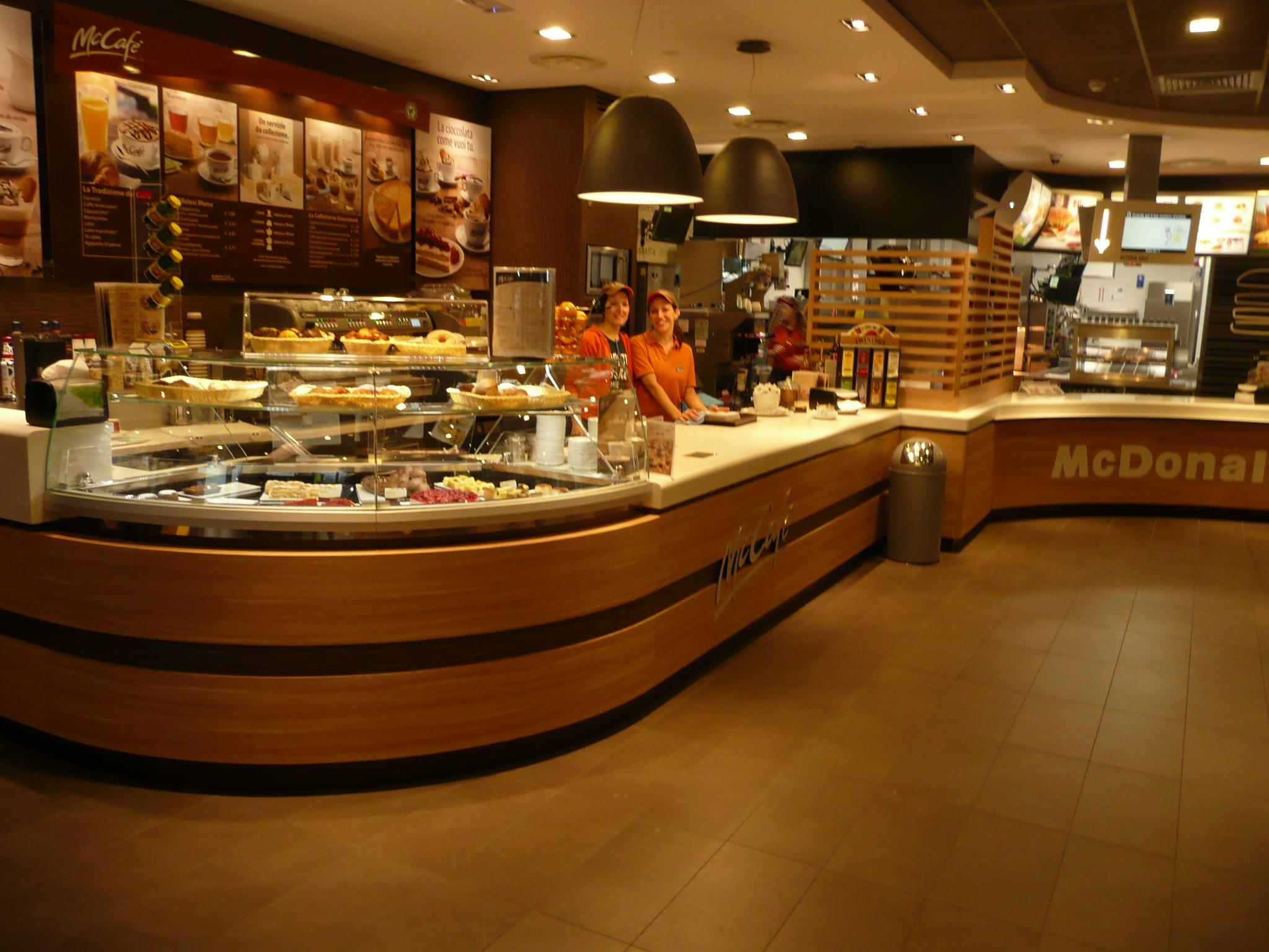 Mccafe counter modena est arredamento bar e ristoranti for Arredamento bar e ristoranti