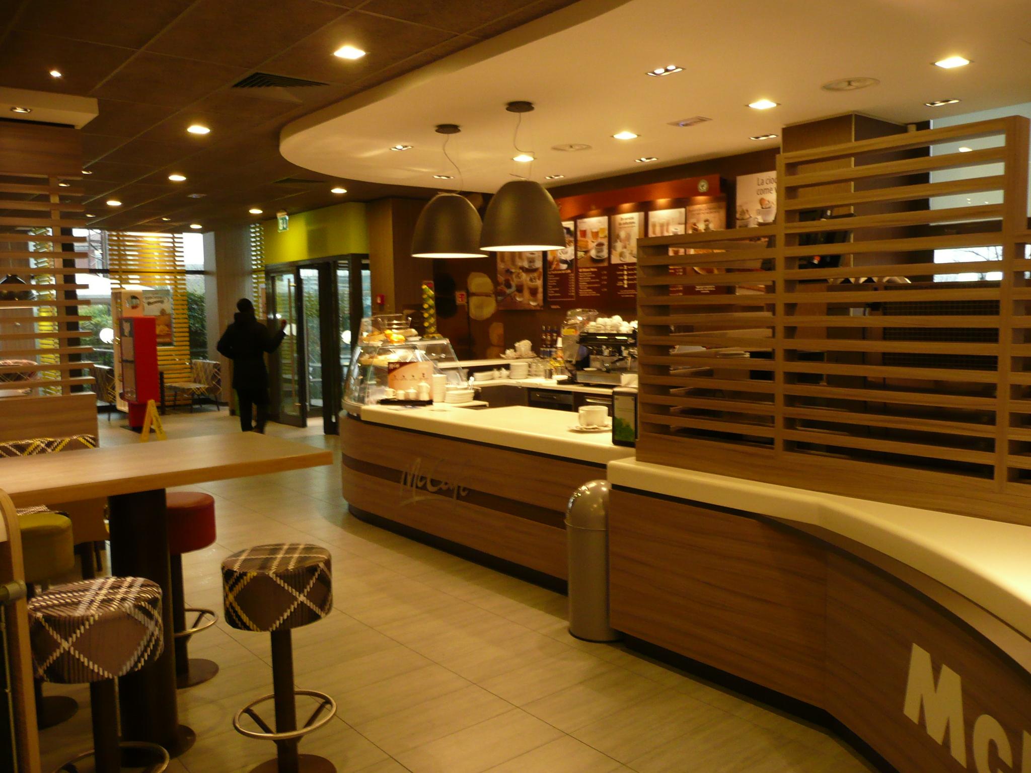 McCafe-Counter Modena Est- Arredamento bar e ristoranti