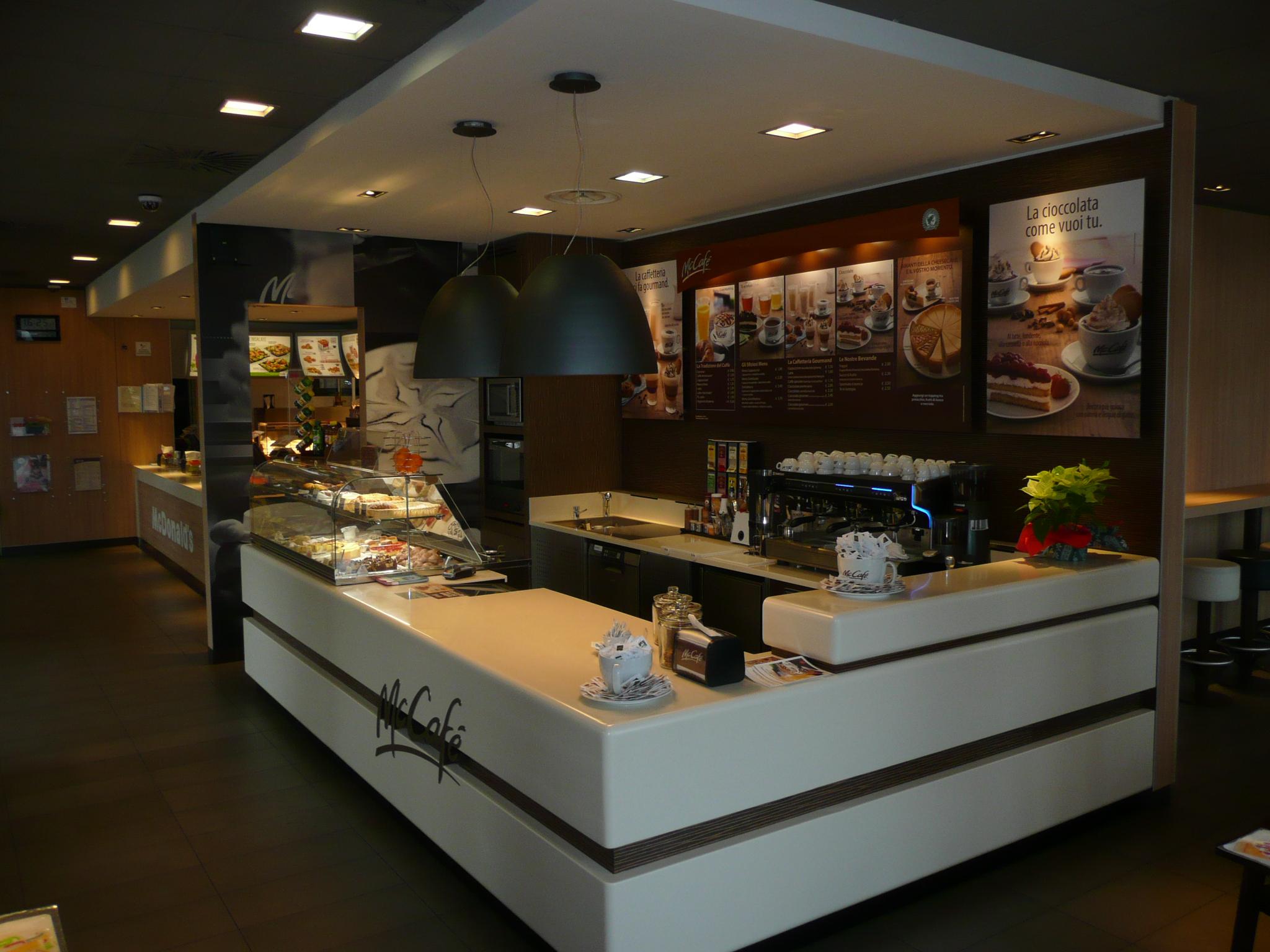 Arredamento su misura bar e ristoranti mccafe pordenone for Arredamento pordenone