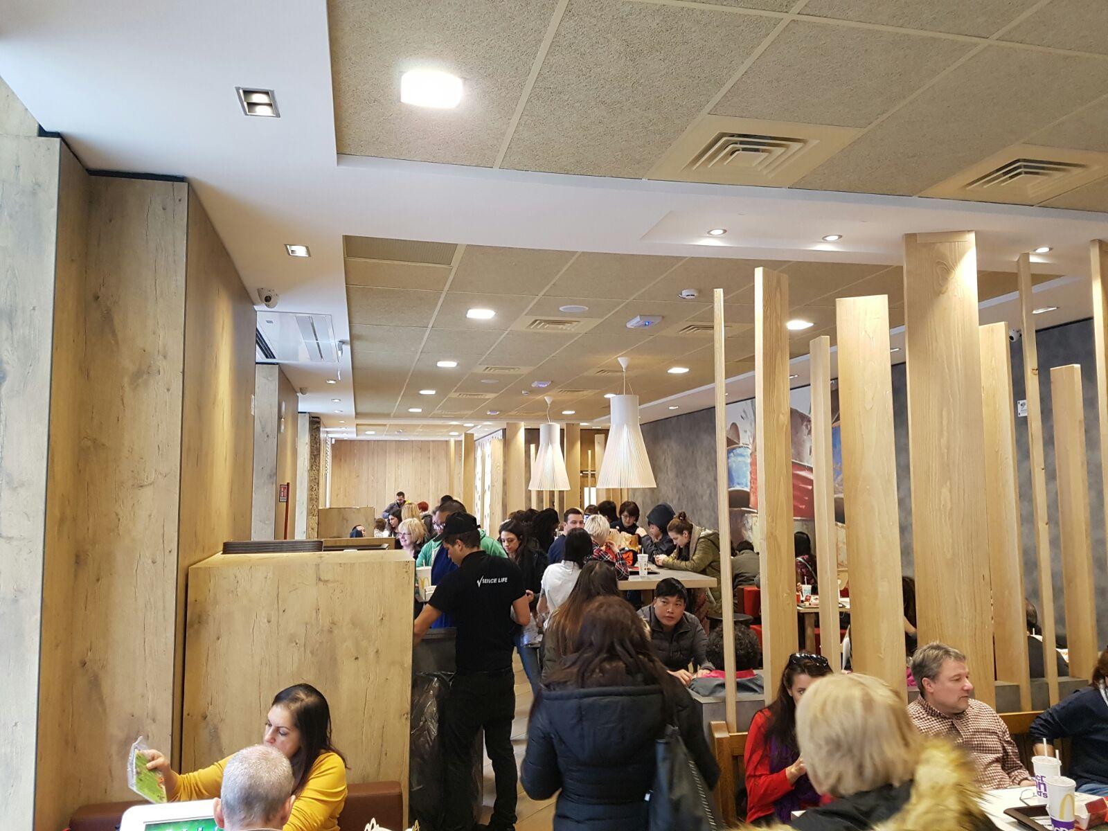 Arredamento bar e ristoranti mcdonald 39 s roma borgo pio for Arredamento bar e ristoranti