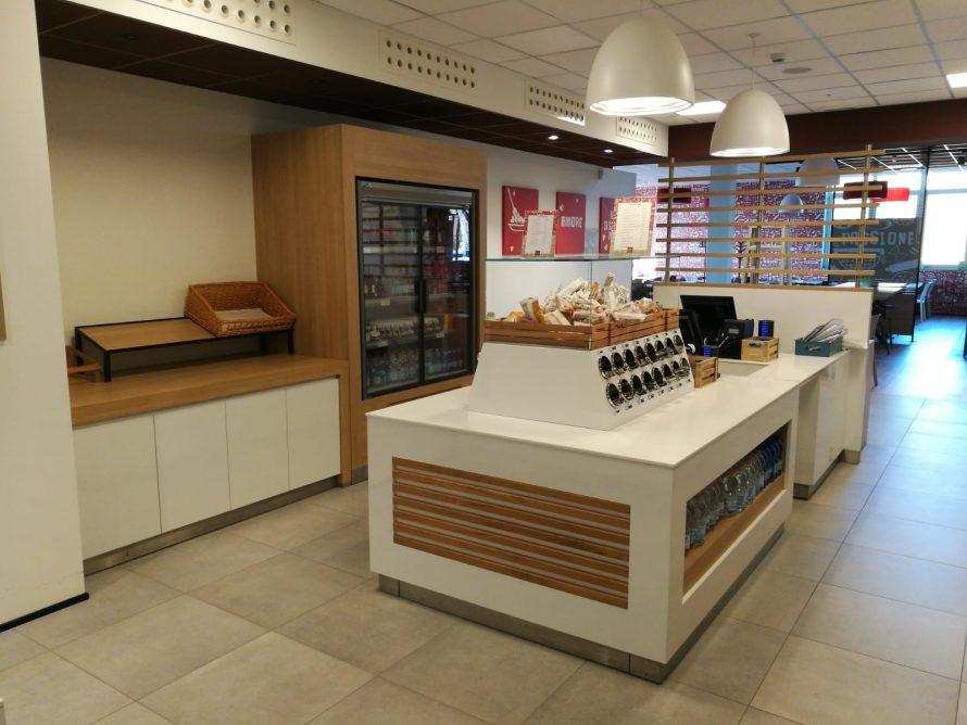 Cassa arredamento su misura negozi bar ristoranti hotel for Negozi arredamento modena e provincia